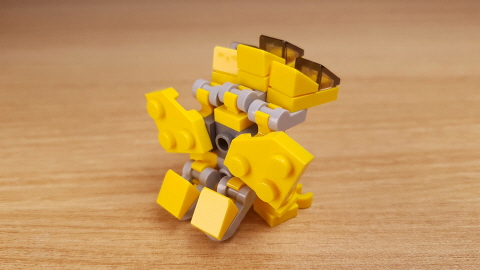 Micro sized 3-heads dragon (similar with Ghidora)